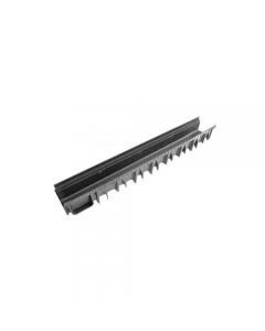 Canaletta nera per acqua in polipropilene. Con nervature laterali che ne migliorano la forza, la resistenza e l'ancoraggio al cemento.