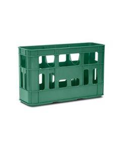 Cassetta in plastica ideata per contenere e trasporta damigiane da 5 litri. Colore: verde. Dimensioni: cm 60 x 21 x altezza 38. Numero di damigiane: 3 per cassetta.