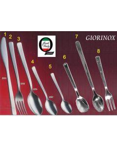 Giorinox Pegaso set di posate da tavola in acciaio inox 8 pezzi. Il set di posate è composto da: - forchetta da tavola - cucchiaio da tavola - cucchiaino per caffè - coltello da tavola - forchettina per dolce - cucchiaino Moka - cucchiaino da gelato - cuc