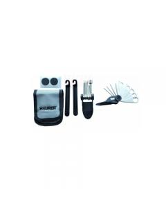 Maurer kit per la manutenzione della bicicletta da cintura. Composto da 12 pezze autoadesive, chiave multifunzione da 14 utensili, 2 levagomme, astuccio da cintura. Prezzo riferito a 6 kit (quantità minima vendibile).